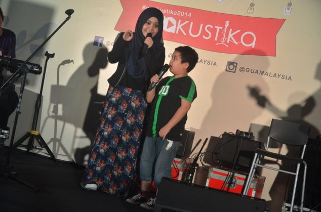 najwa latif and a young audience