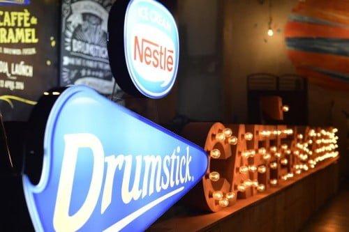 Nestlé® DRUMSTICK® Caffè de Caramel,Dipanggang, Dibru, Dibeku: