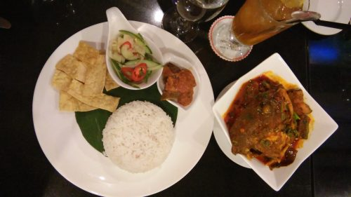 Nikmati Kari Kepala Ikan Untuk Dinner di Pearl International Hotel